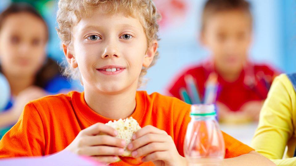 Comiendo para que los Niños puedan Disfrutar una Vida Saludable
